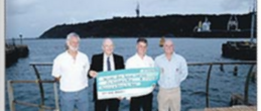 Durban Sailing Community donate to NSRI